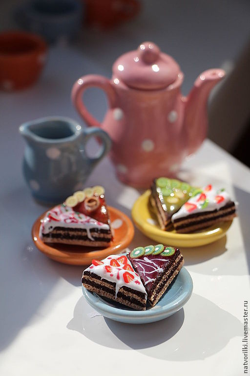 Брелоки ручной работы. Ярмарка Мастеров - ручная работа. Купить Тортики. Handmade. Тортики, брелок, миниатюра, сладкоежкам, фурнитура