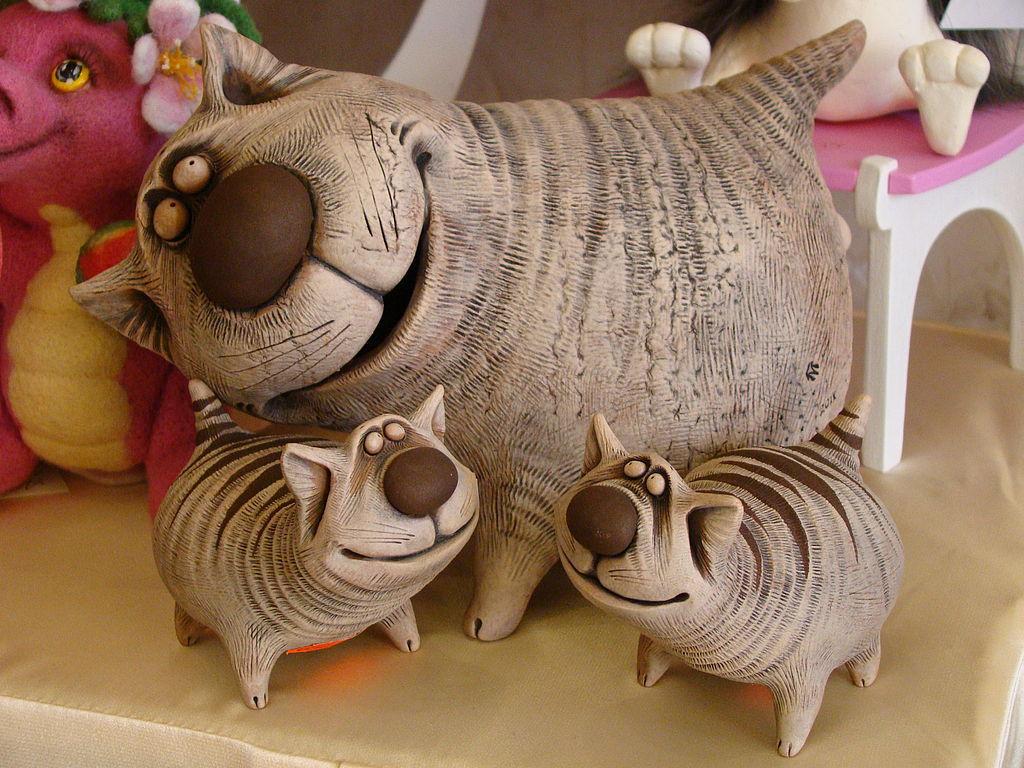 веселые коты керамика том