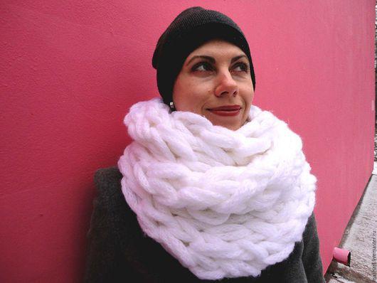 Шарфы и шарфики ручной работы. Ярмарка Мастеров - ручная работа. Купить шарф снуд-хомут. Handmade. Белый, шарф вязаный