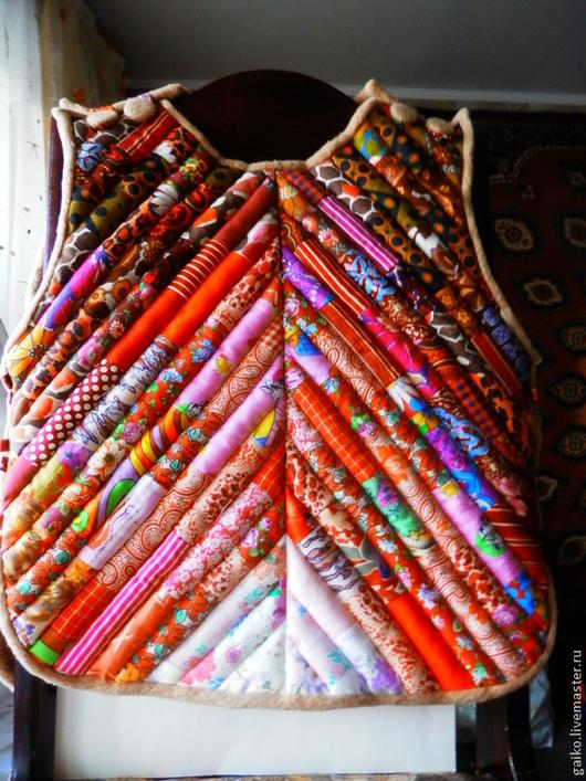 Верхняя одежда ручной работы. Ярмарка Мастеров - ручная работа. Купить Душегреечка. Handmade. Жилет, теплый подарок, лоскутный, фуфайка
