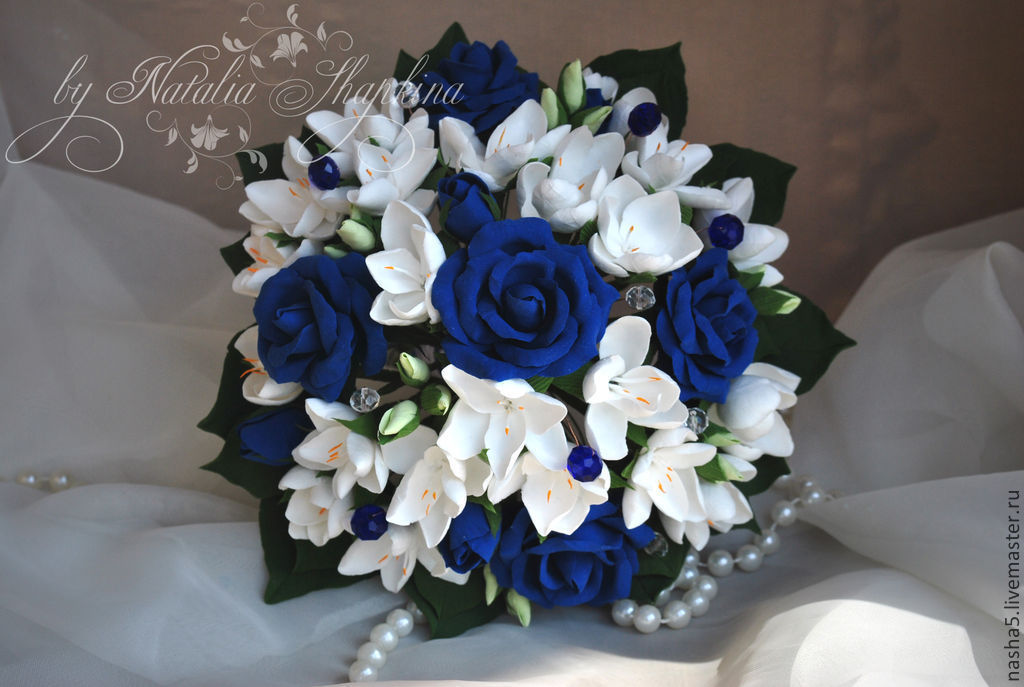 Wedding bouquet of blue roses and freesia with the addition of crystal 4f956e63106