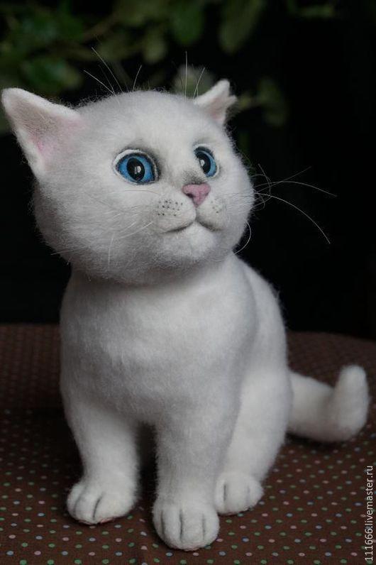 Игрушки животные, ручной работы. Ярмарка Мастеров - ручная работа. Купить Игрушка из шерсти Белый кот. Handmade. Белый