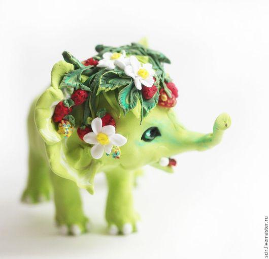 """Игрушки животные, ручной работы. Ярмарка Мастеров - ручная работа. Купить Фигурка """"Земляничный слон"""" (статуэтка слона с земляникой). Handmade."""