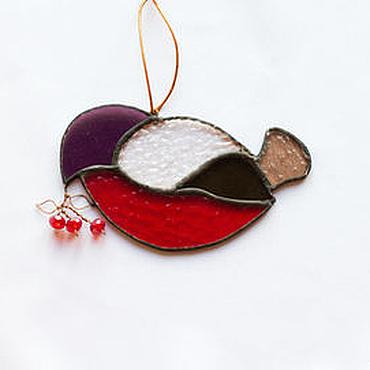 Подарки к праздникам ручной работы. Ярмарка Мастеров - ручная работа Снегирь - зимний сувенир из цветного стекла. Handmade.