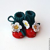 Работы для детей, handmade. Livemaster - original item Booties for girls Strawberry hat warm wool. Handmade.