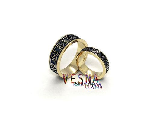 Обручальные кольца в славянском стиле из жёлтого золота.