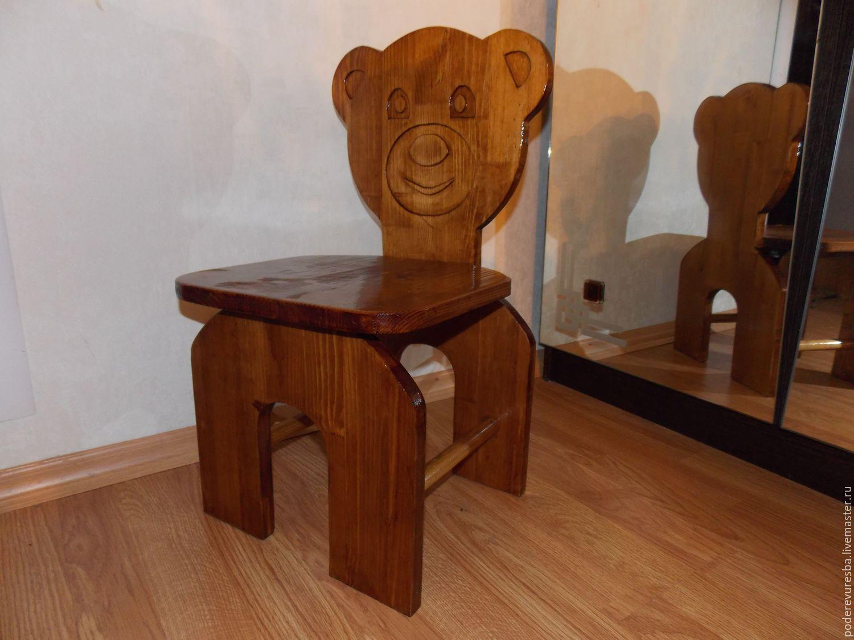 Детское кресло из дерева