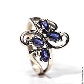 Золотое кольцо с сапфирами.