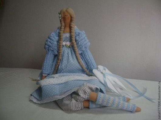 Продана. Показана для примера.Размер куклы 50 см. Возможен повтор с небольшими изменениями,  Ткань голубая в горошек пока есть в наличии.