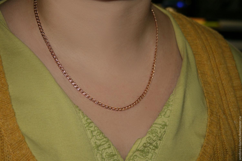 Фото золотых цепочек на шее у девушек