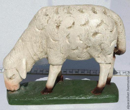 Статуэтки ручной работы. Ярмарка Мастеров - ручная работа. Купить Овца, статуэтка из дерева, белого цвета, на деревянной подстваке. Handmade.