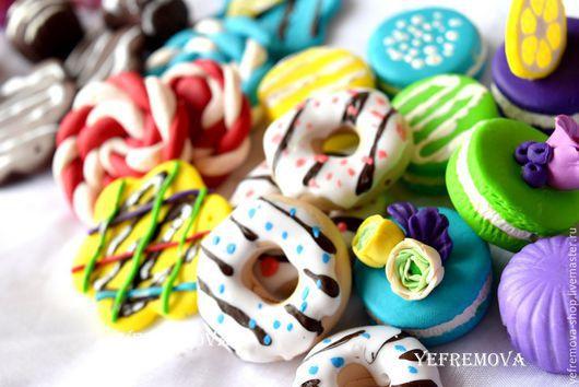 Сладости из полимерной глины пончики, конфетки, пирожные, макаронс, леденцы. Дизайнер Yefremova