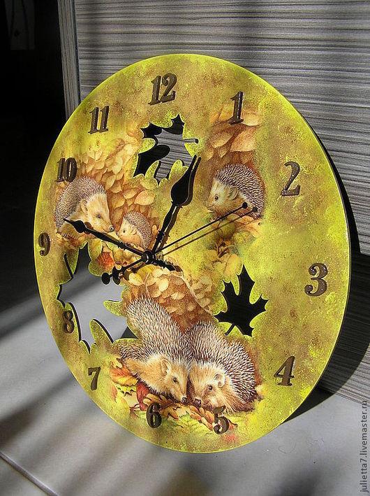 """Часы для дома ручной работы. Ярмарка Мастеров - ручная работа. Купить Часы """"Ежики в осеннем лесу"""". Handmade. Часы"""