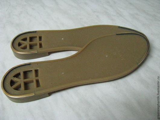Элегантная летняя подошва Marina 5 выполнена в 2-х цветах- беж и черный. Каблук и  носок подошвы с золотой  отделкой . Подошва легкая.