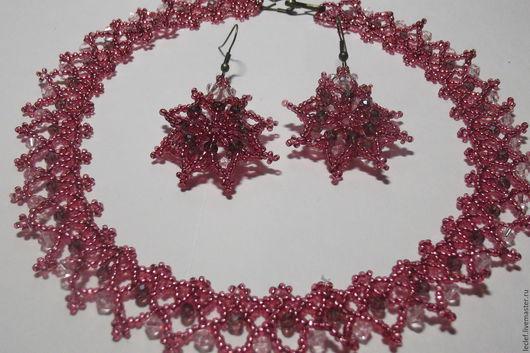 Комплект `Старорусский` (Ожерелье и серьги)(бисер чешский темно-розовый, биконусы прозрачно-розовые, рондели бежево-розовые, швензы, замочек - крючок)