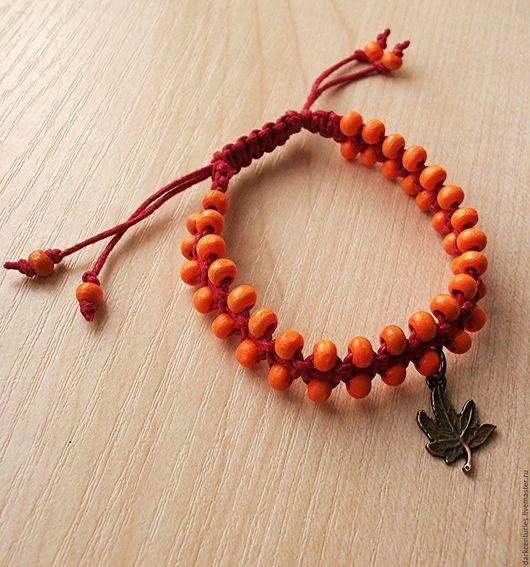Браслеты ручной работы. Ярмарка Мастеров - ручная работа. Купить Плетёный браслет с деревянными бусинами оранжевый Осенний вальс. Handmade.