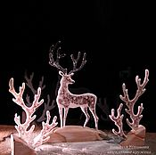 """Для дома и интерьера ручной работы. Ярмарка Мастеров - ручная работа Статуэтка олень из стекла """"Дух северного сияния"""", фьюзинг, дерево. Handmade."""