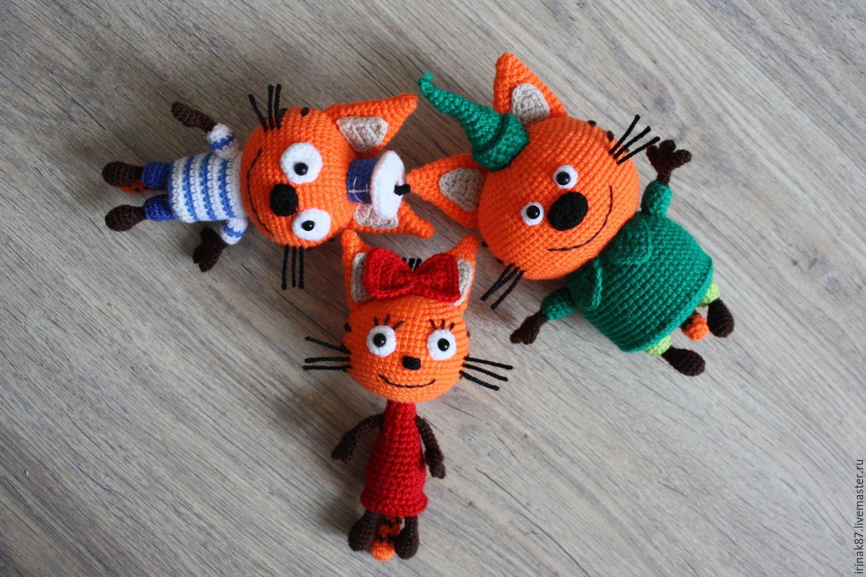 три кота из плюшевой пряжи