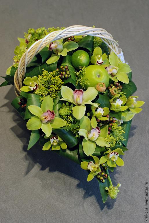 Букеты ручной работы. Ярмарка Мастеров - ручная работа. Купить Корзина из орхидей с яблоками. Handmade. Орхидея, краспедия, подарок женщине