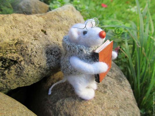 Игрушки животные, ручной работы. Ярмарка Мастеров - ручная работа. Купить мышонок с книгой. Handmade. Белый, мышка, игрушка мышка