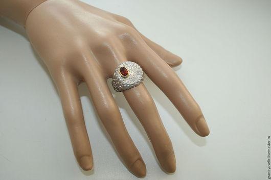Кольца ручной работы. Ярмарка Мастеров - ручная работа. Купить Оригинальное кольцо с натуральным гранатом, серебро 925 пробы. Handmade.