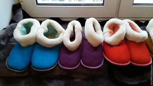 Обувь ручной работы. Ярмарка Мастеров - ручная работа. Купить Женские чуни из натуральной овчины. Handmade. Чуни, подарок бабушке