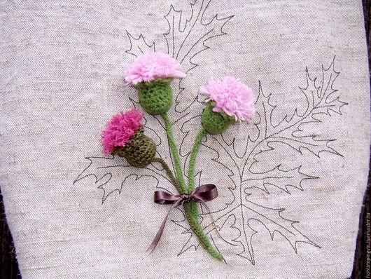 Сумка, украшенная цветком чертополоха