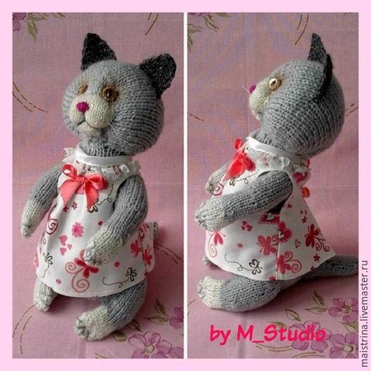 Katze. Техника - вязание спицами, материал - акрил, текстиль, винтажные пуговички. Размер -25 см, цена - $25