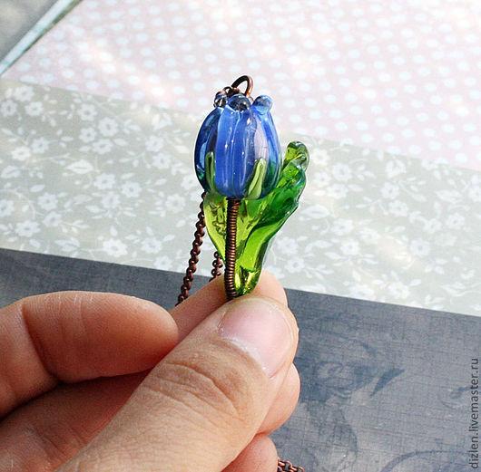 Кулон из меди ручной работы тюльпан синий цветок нежный цветок лэмпворк оригинальный подвеска купить wirewrap медный