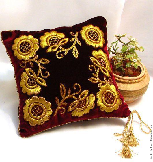 Текстиль, ковры ручной работы. Ярмарка Мастеров - ручная работа. Купить Диванная подушечка - Золотое шитье - Венок. Handmade. Бордовый