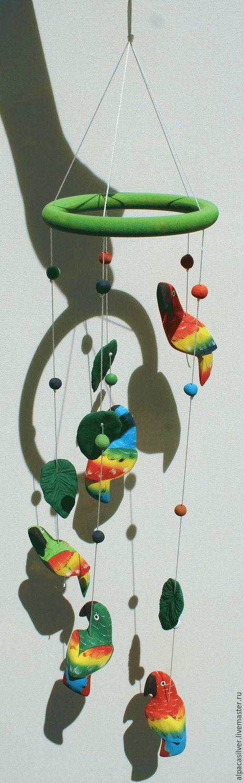 Элементы интерьера ручной работы. Ярмарка Мастеров - ручная работа. Купить Украшение из попугаев из дерева бальса и зелёных керамических листьев. Handmade.