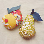 Куклы и игрушки ручной работы. Ярмарка Мастеров - ручная работа Текстильные фрукты - яблоко и груша. Handmade.