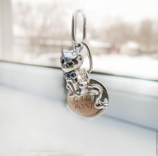 Подвеска из серебра покрытого родием кошечка с медальоном el gatito bonito (мой милый котеночек) Глаза и бантик с фианитами svarovski (на каждом камне видная только под микроскопом надпись svarovski
