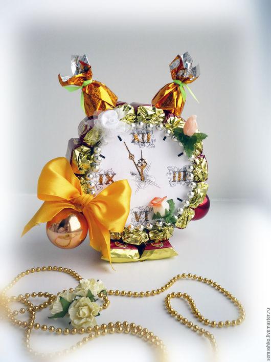 Работа может быть исполнена с любыми конфетами на Ваш выбор. Также возможна разработка других видов композиции.