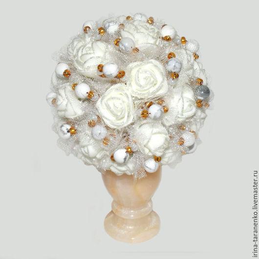 Цветы из кахолонга (молочного опала) `Торжество`