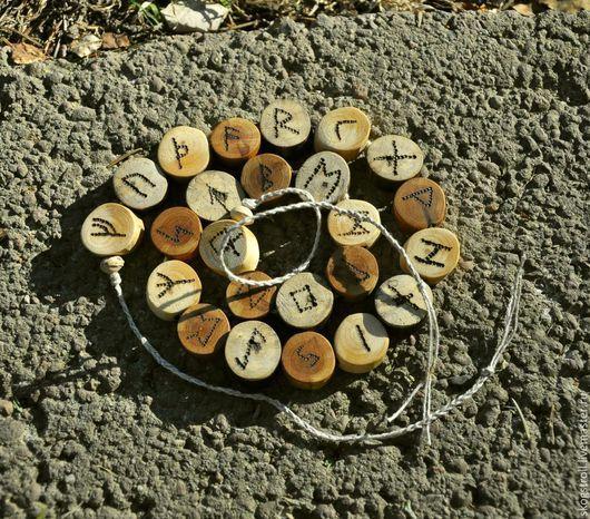 """Браслеты ручной работы. Ярмарка Мастеров - ручная работа. Купить деревянный браслет """"Футарк"""". Handmade. Коричневый, дерево, суровая нитка"""