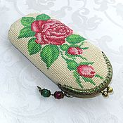 Сумки и аксессуары handmade. Livemaster - original item Glasses case, eyeglass case rose with buds. Handmade.