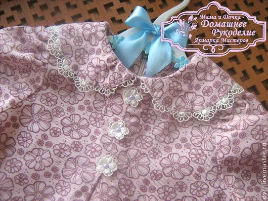 Блузка - туника для девочки сшита из тонкого нежного вельвета потрясающе красивого оттенка с нежным тонким цветочным рисунком. Стильная нарядная туника для девочки украшена полубусинами искусственного