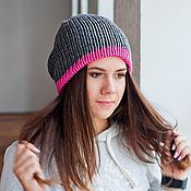 Аксессуары ручной работы. Ярмарка Мастеров - ручная работа Вязанная шапка фуксия и темно-серый. Handmade.