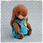Куклы и игрушки ручной работы. Ярмарка Мастеров - ручная работа Зайка кролик тедди в комбинезоне. Handmade.