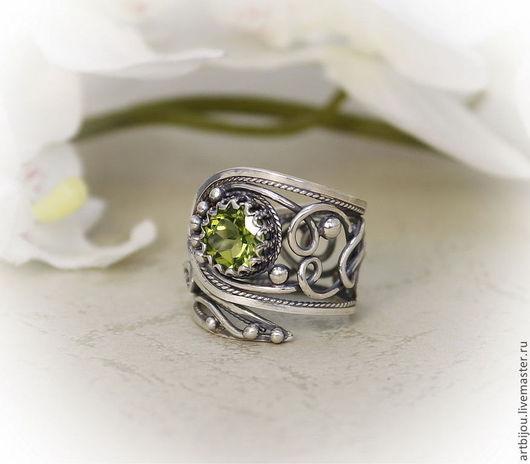 серебряное кольцо , кольцо с хризолитом , кольцо серебряное , ажурное кольцо , винтажное кольцо , регулируемый размер , регулируемое кольцо , кольцо с перидотом ,