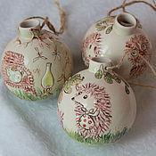 Подарки к праздникам ручной работы. Ярмарка Мастеров - ручная работа Елочные шары Ежик керамика. Handmade.