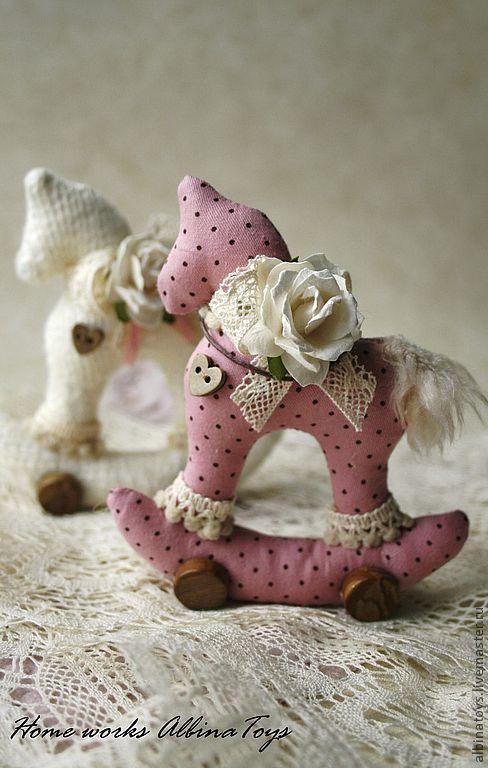 Игрушки животные, ручной работы. Ярмарка Мастеров - ручная работа. Купить Подарок. Текстильная   лошадка в розово-молочном.. Handmade. Розовый