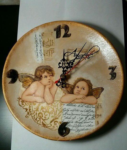 """Часы для дома ручной работы. Ярмарка Мастеров - ручная работа. Купить Часы настенные """"Ангелы"""" в технике декупаж на керамической тарелке.. Handmade."""