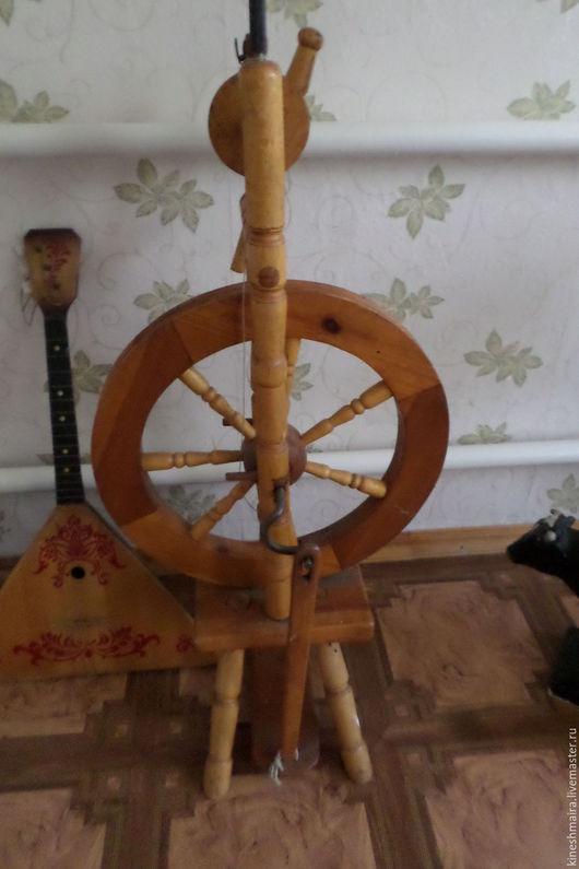 Винтажные предметы интерьера. Ярмарка Мастеров - ручная работа. Купить Старинная прялка с колесом рабочая. Handmade. Коричневый, комбинированный, подарок