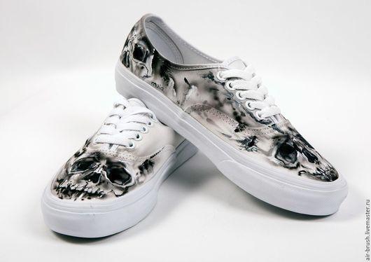 """Обувь ручной работы. Ярмарка Мастеров - ручная работа. Купить Кеды Vans c рисунком """"Череп"""". Handmade. Чёрно-белый"""