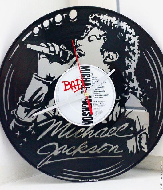 """Часы для дома ручной работы. Ярмарка Мастеров - ручная работа. Купить Оригинальный подарок, часы """"Майкл Джексон"""" из пластинки. Handmade."""
