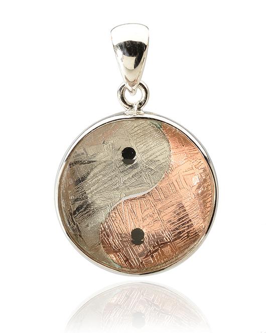 Кулоны, подвески ручной работы. Ярмарка Мастеров - ручная работа. Купить Кулон Инь Янь из метеорита, красного золота и серебра. Handmade.