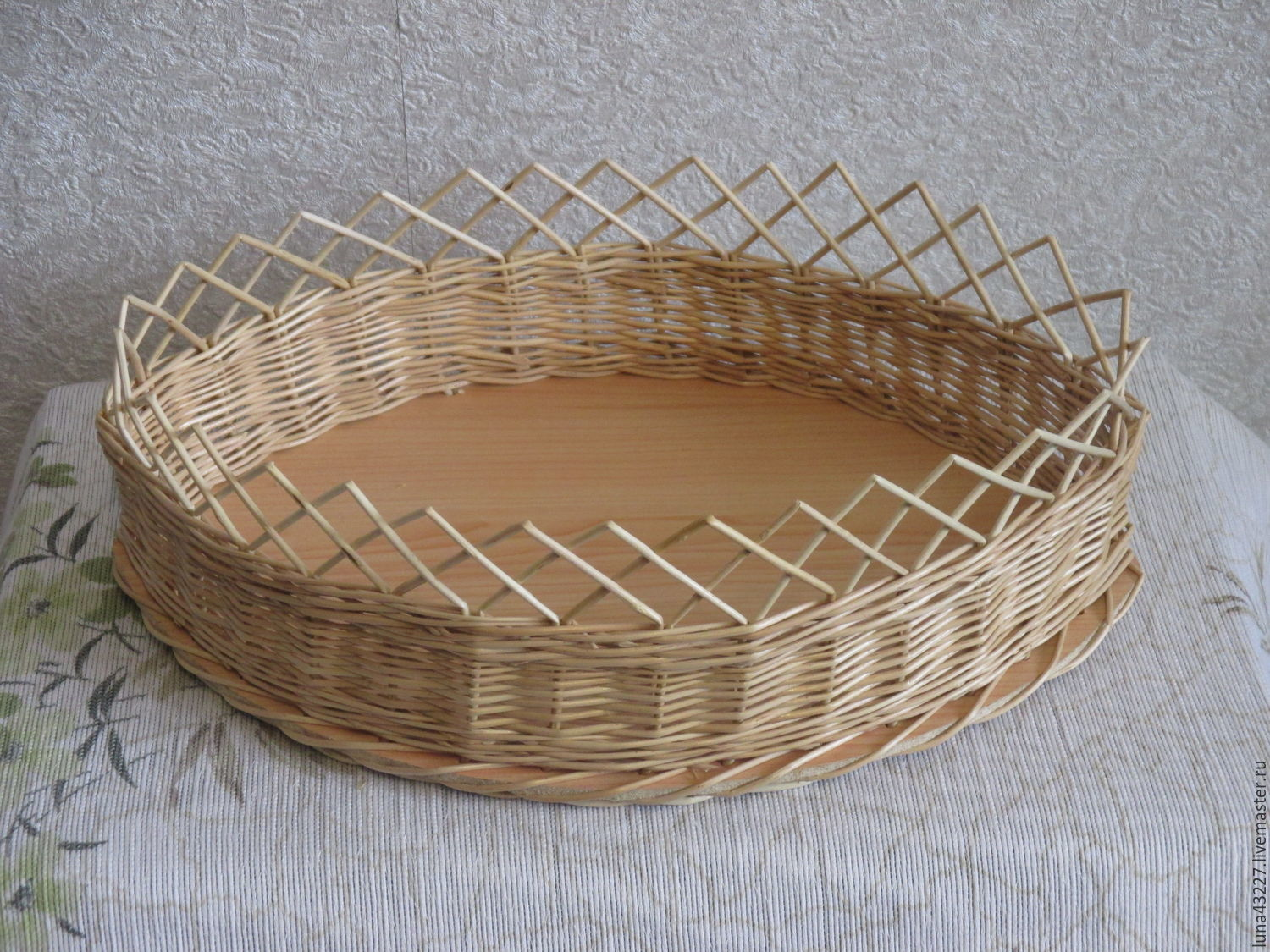 A wicker basket on the table for bread, biscuits, Basket, Kirovo-Chepetsk,  Фото №1