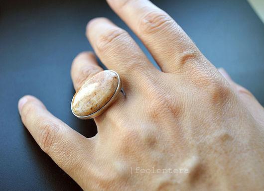 Кольца ручной работы. Ярмарка Мастеров - ручная работа. Купить Klimt - серебряное кольцо с окаменелым кораллом. Handmade. Бежевый